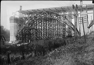 Prince_Edward_Viaduct_under_construction,_Nov_10,_1916